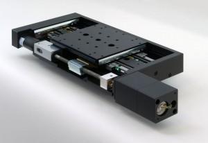 Das neue System: Die beiden Antriebselemente für Grob- und Feinpositionierung sind deutlich zu sehen. Bild: Feinmess Dresden