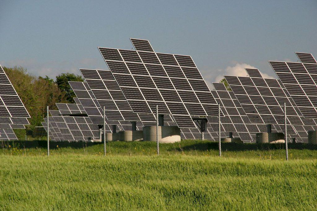 Hochreines, polykristallines Solarsilizium (PCS) ist in der Photovoltaik-Industrie ein begehrter Rohstoff zur Herstellung von Solarzellen. Eine entscheidende Vorstufe in dessen Herstellung ist das Erzeugen von Chlorsilanen. Bild: https://commons.wikimedia.org/wiki/User:Eclipse.sx