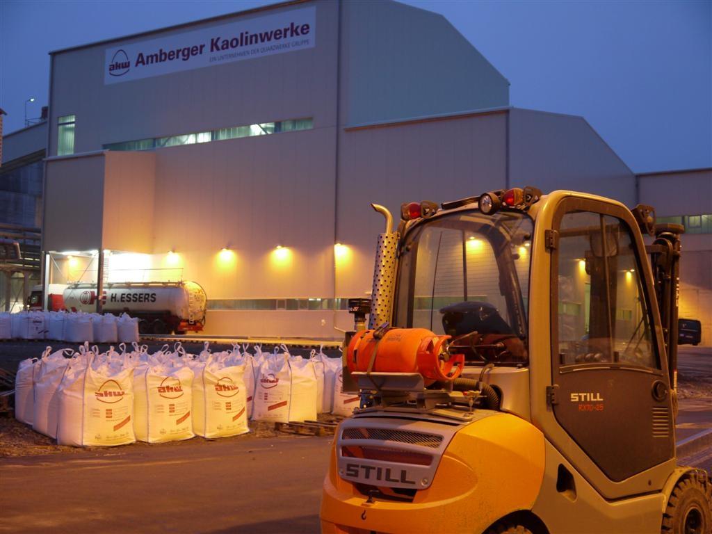 Die Amberger Kaolinwerke Eduard Kick GmbH & Co. KG mit Sitz in Hirschau haben sich auf die Gewinnung von Kaolin, aber auch von Quarzsand und Feldspat spezialisiert und bereiten diese Mineralien für den industriellen Einsatz auf. Bild: AKW