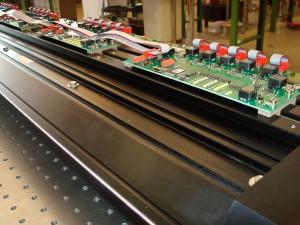 Bei der Hybrid-Technologie werden die jeweiligen Vorteile von Faseroptik- und LED-Technik kombiniert. Während LEDs immer leistungsstärker und langlebiger werden, bieten Glasfasern den Vorteil einer sehr homogenen Lichtverteilung. Bild: Basler/Volpi