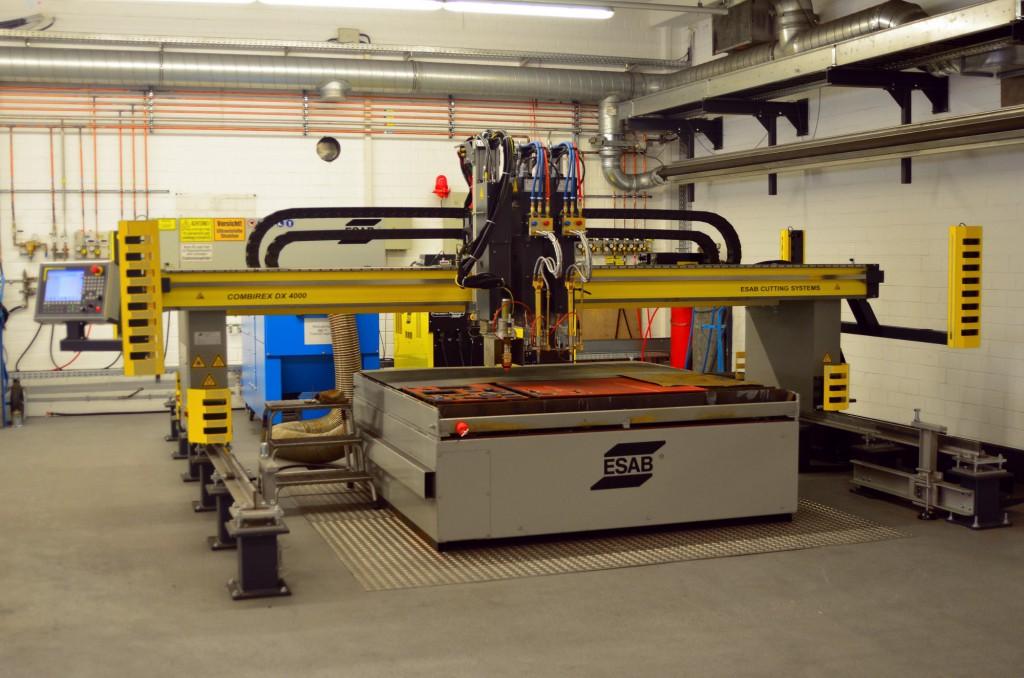 """Kompakte Portal-Schneidmaschine aus dem Hause ESAB. Bei seinen Maschinen hat das Unternehmen schon immer großen Wert auf Personen- und Sachschutz gelegt und sieht sich in der Branche als Vorreiter der """"Integrierten Safety Technologie"""". Bild: ESAB"""