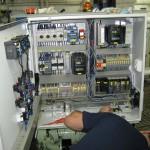 Raue Einsatzbedingungen stellen an die Automatisierungskomponenten in einer Schiffsanwendung besondere Herausforderungen. Bild: Omron