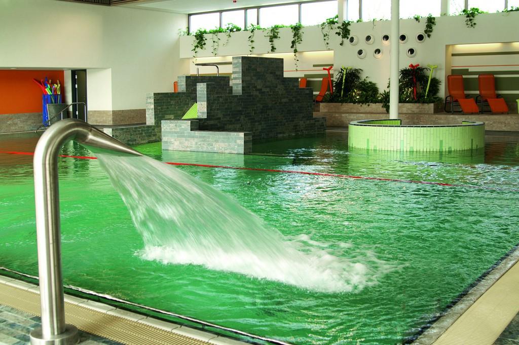 Bild 1: Um für die Zukunft gerüstet zu sein, investierte die rheinländische Stadt Erkelenz rund 9,5 Millionen Euro in ein modernes Sport- und Freizeitbad. (Foto: Stadt Erkelenz)