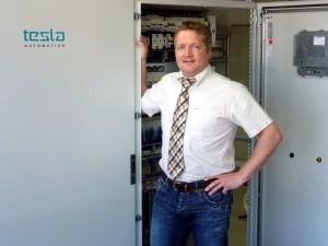 """Bild 3: Frank Weiß, Geschäftsführer bei Tesla Automation: """"Auch im Sport- und Freizeitbad Erkelenz hat die webbasierte, skalierbare SCADA/HMI-Software WEBfactory 2010 ihre Leistungsfähigkeit und Anpassungsfähigkeit bewiesen."""" (Foto: Tesla Automation)"""