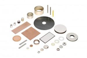 Bild 1: Bei Piezoelementen sind unterschiedliche Varianten realisierbar, die die Anpassung an die jeweilige Anwendung ermöglichen: z.B. Rohre, Scheiben, Bieger, Scherelemente oder Translatoren. (Foto: PI)