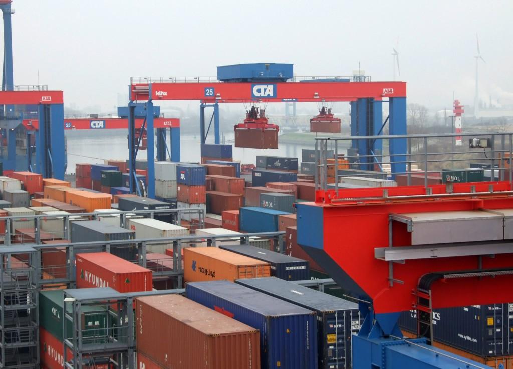Bild 2: Das Container-Terminal Altenwerder zählt zu den modernsten Container-Umschlagsanlagen der Welt. (Bild: Baumer)