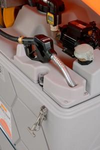 Die kompakte Dieseltankstelle für bis zu 7.500 l ist von drei Seiten aus anfahrbar Bild: CEMO