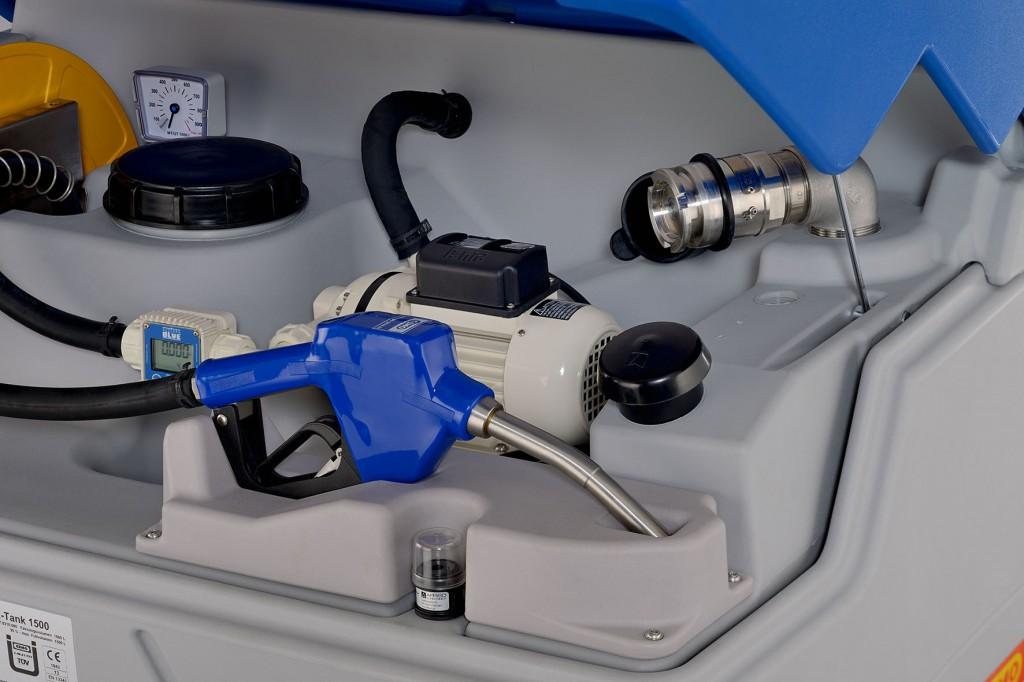 Der AdBlue®-Vorrat vor Ort mit Zapfpistole erspart das umständliche Hantieren mit Kanistern Bild: CEMO