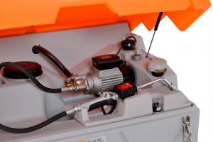 Der Motorölvorrat erlaubt günstigen Einkauf und schnelle Ölwechsel, wenn die Zeit drängt Bild: CEMO