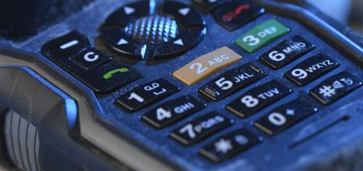 Weltweit in Ex-Bereichen sicher telefonieren: Das neue UMTS Ex-Handy 08 für Zone 1 überzeugt als leistungsfähiges und individuelles Paket durch viele praxisgerechte Features Bild: ecom instruments
