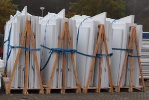 Die Unterkünfte werden in Einzelteilen transportiert; sechs Einheiten passen in einen Container (Quelle: Dr. Dietrich Mueller GmbH)