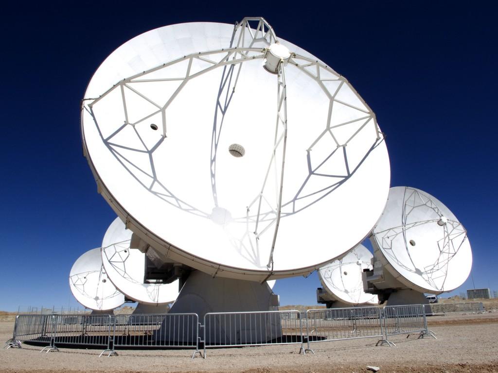 Hexapoden haben sich in vielen Anwendungsbereichen bewährt, z.B. auch bei Teleskopen Bild: ALMA (ESO / NAOJ / NRAO)