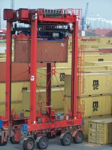 Das Verladen von Containern ist ein typischer Einsatzbereich von DGPS in der Logistik Bild: Eurogate Technical Services GmbH / Containerhafen Bremerhaven