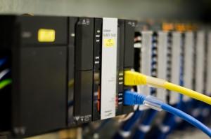 In der Anlage arbeiten mehrere Sysmac NJ Maschinencontroller zusammen und gewährleisten das optimale Zusammenspiel aller Komponenten. Bild: Omron