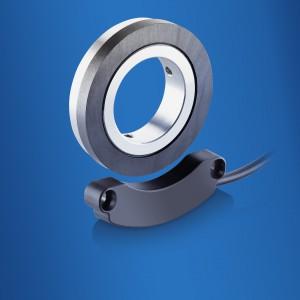 Auch lagerlose, magnetische Drehgeber bieten einfache Montagemöglichkeiten selbst bei großen Wellendurchmessern. Aufwendige Hilfskonstruktionen mit Riemen oder Zahnrädern sind dann nicht mehr notwendig. Bild: Baumer