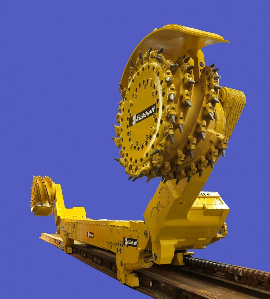 Der Walzenschrämlader stellt hohe Anforderungen an die Frequenzumrichter Bild: Eickhoff Walzenlader SL 750, Eickhoff Bergbautechnik GmbH