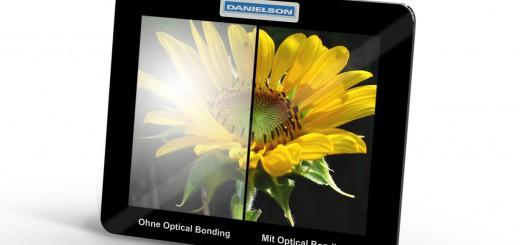 Im Vergleich: mit Optical Bonding und herkömmliche Anzeige Bild: Danielson Europe