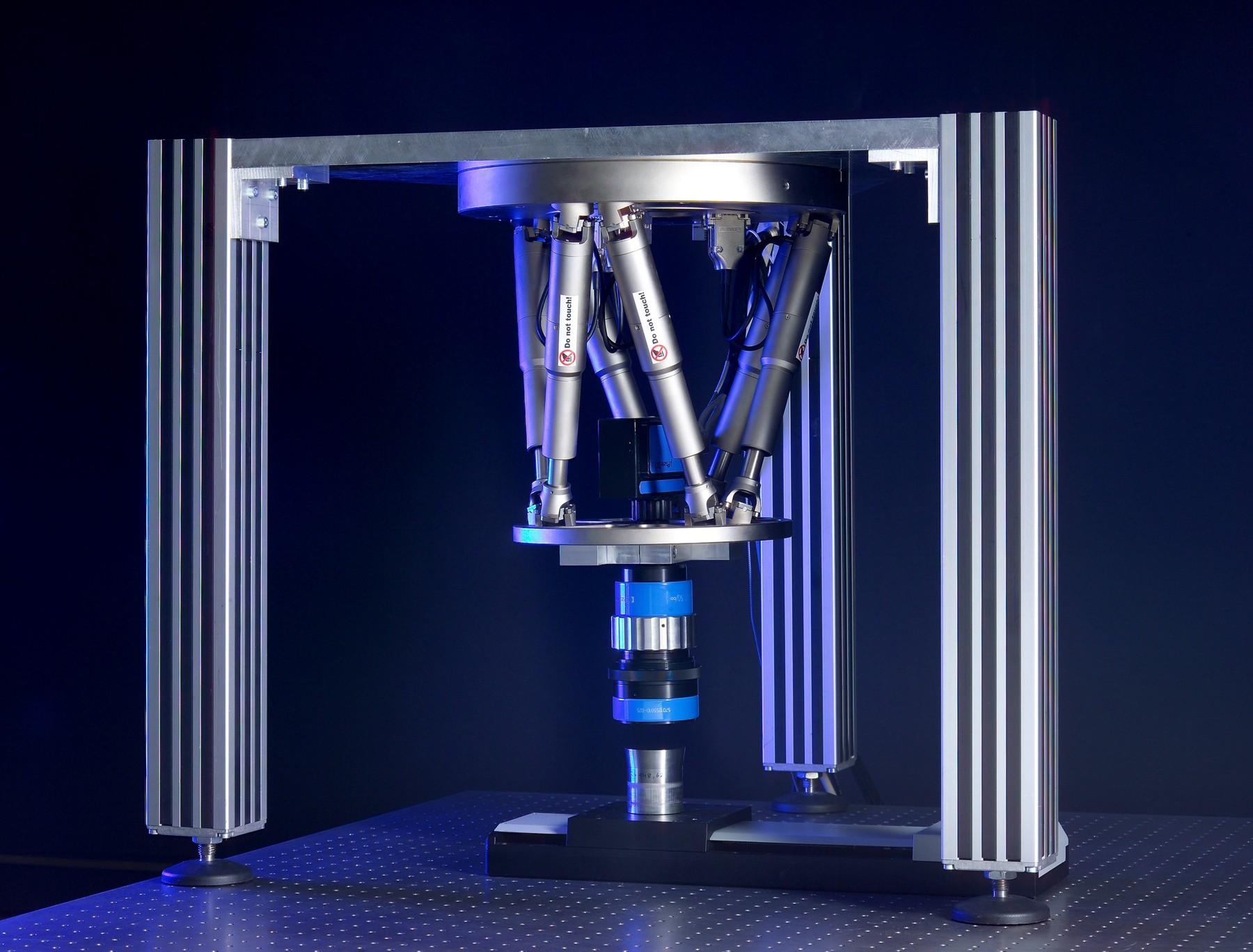 Ultrapräzises Messsystem für optische Oberflächen. Auch in dieser Anwendung sind Hexapoden das Mittel der Wahl Bild: PI / Fraunhofer IPT