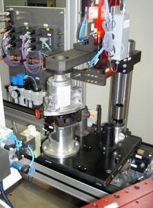Prüfling einer riemenlosen Wasserpumpe in der Prüfanlage Bild: Siemens VDO