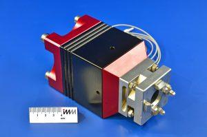 Dank Piezoaktor ebenfalls vibrationsunterstützt: das Elektrodenspannfutter Microvibe 300 für die Mikrosenkerosion Bild: Fraunhofer ICT-IMM