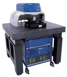 Als Zubehör gibt es eine aktive Schwingungsdämpfung, einschließlich Granitplatte mit passenden Bohrungen. Bild: Polytec