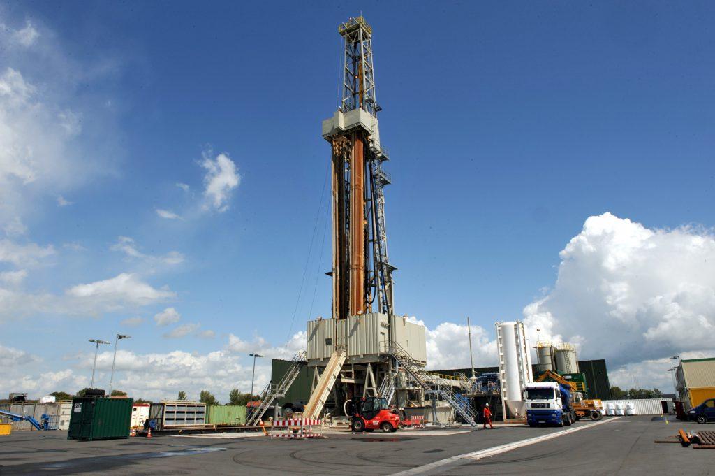 In der ostfriesischen Gemeinde Jemgum entsteht derzeit einer der größten Erdgas-Kavernenspeicher Deutschlands. Bild: EWE, astora