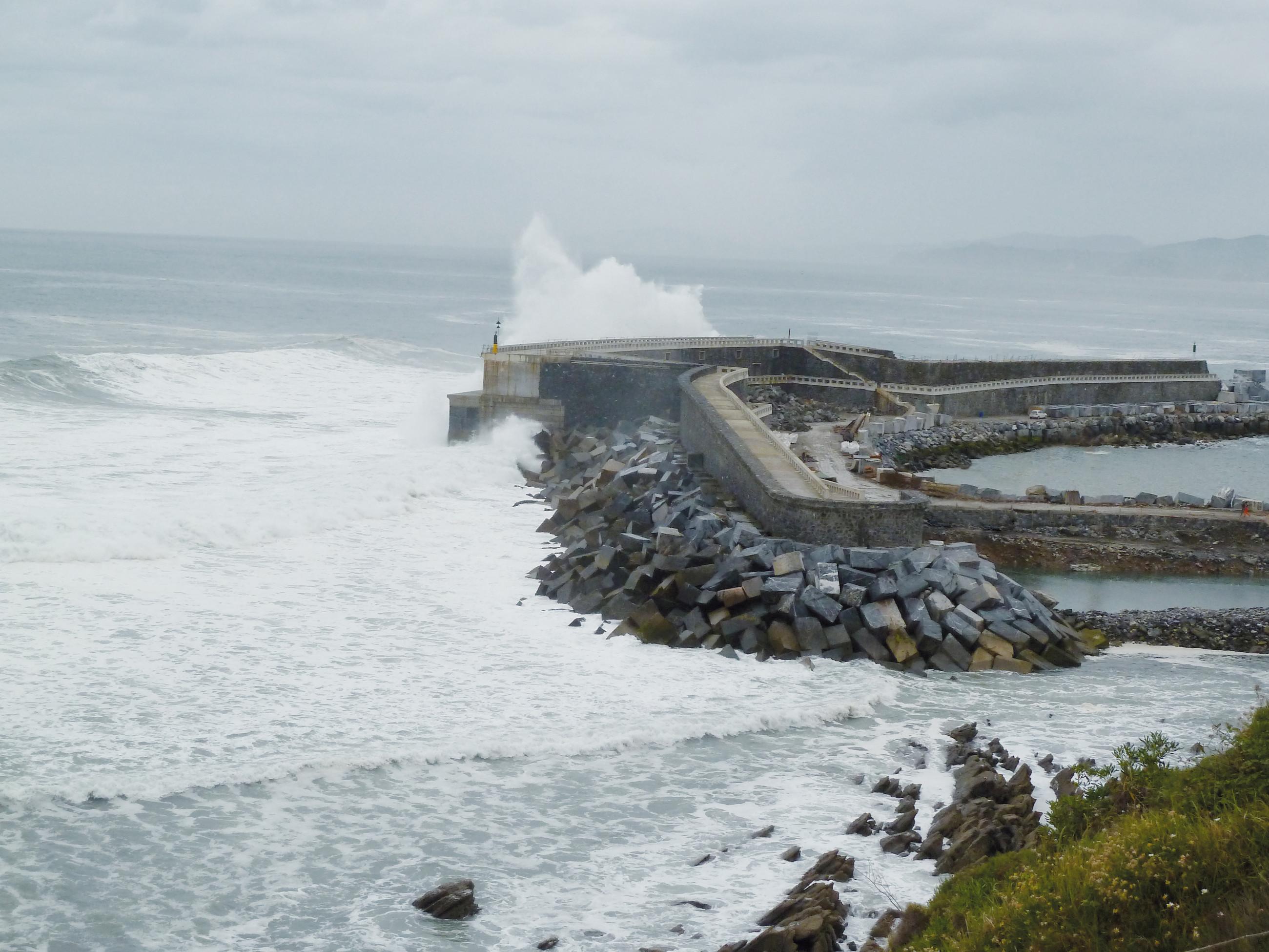 Im November 2011 ging das erste von Anfang an kommerziell genutzte Wellenkraftwerk der Welt in der nordspanischen Gemeinde Mutriku in Betrieb. Bild: Voith GmbH