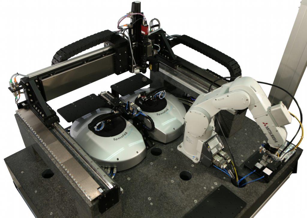 Automatisierte Lösung für Silizium-Photonik-Chip Herstellung und Prüfung: Das System integriert mehrere Hardware-Komponenten und Software für die Automatisierung von Montage und Ausrichtung, wie Pick-and-Place-Robotertechnik, Bildverarbeitung oder Einrichtungen für die Präzisionspositionierung. Bild: PI miCos