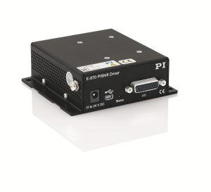 Die Ansteuerung übernimmt der Treiber E-870, der speziell auf die Anforderungen der Linear-Aktoren abgestimmt ist. Eine Endstufe kann in einem Gerät bis zu vier Kanäle seriell ansteuern, was die Anschaffungskosten gering hält Bild: PI