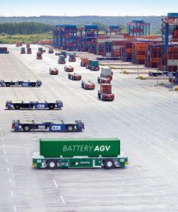 Fahrerlose Transportfahrzeuge (AGV) haben sich bewährt, um Container in Hafenanlagen zu transportieren Bild: Terex Port Solutions