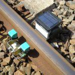 Munders Gleisbeobachtungssystem detektiert beim Überfahren von Wagen den Spurkranz des Rades und zählt so die Achsen. Bild: Munder