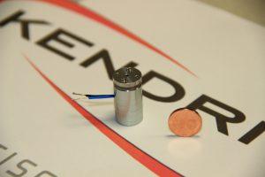 Die wohl kleinste Permanentmagnetbremse der Welt misst im Durchmesser lediglich 14 Millimeter und wiegt nur 13,6 Gramm. Bild: Kendrion (Aerzen)