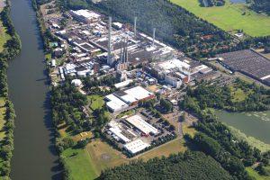 Das Werk in Obernburg wurde 1924 als Produktionsstätte für textile Viskose der Vereinigten Glanzstoff-Fabriken AG gegründet. Im Jahr 1938 startete die Produktion der technischen Viskosefaser Cordenka®, die bis heute zu den wichtigsten Verstärkungsmaterialien in Hochleistungsreifen zählt. Bild: Cordenka / Rösberg