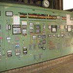 Die gleiche Messwarte 2007, noch mit konventionellen Messtafeln bestückt. Bild: Cordenka / Rösberg