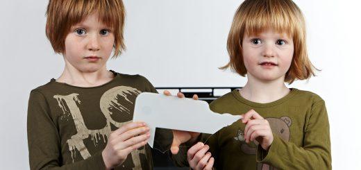 Bei der PEAKnx-Heimzentrale wurde erstmals auch auf ästhetische und heimspezifische Details geachtet, wie z.B. eine patentierte Glasplatte, die speziell gehärtet, trotzdem aber noch flexibel und biegsam ist und so die Verletzungsgefahr bei Bruch minimiert. Bild: PEAKnx