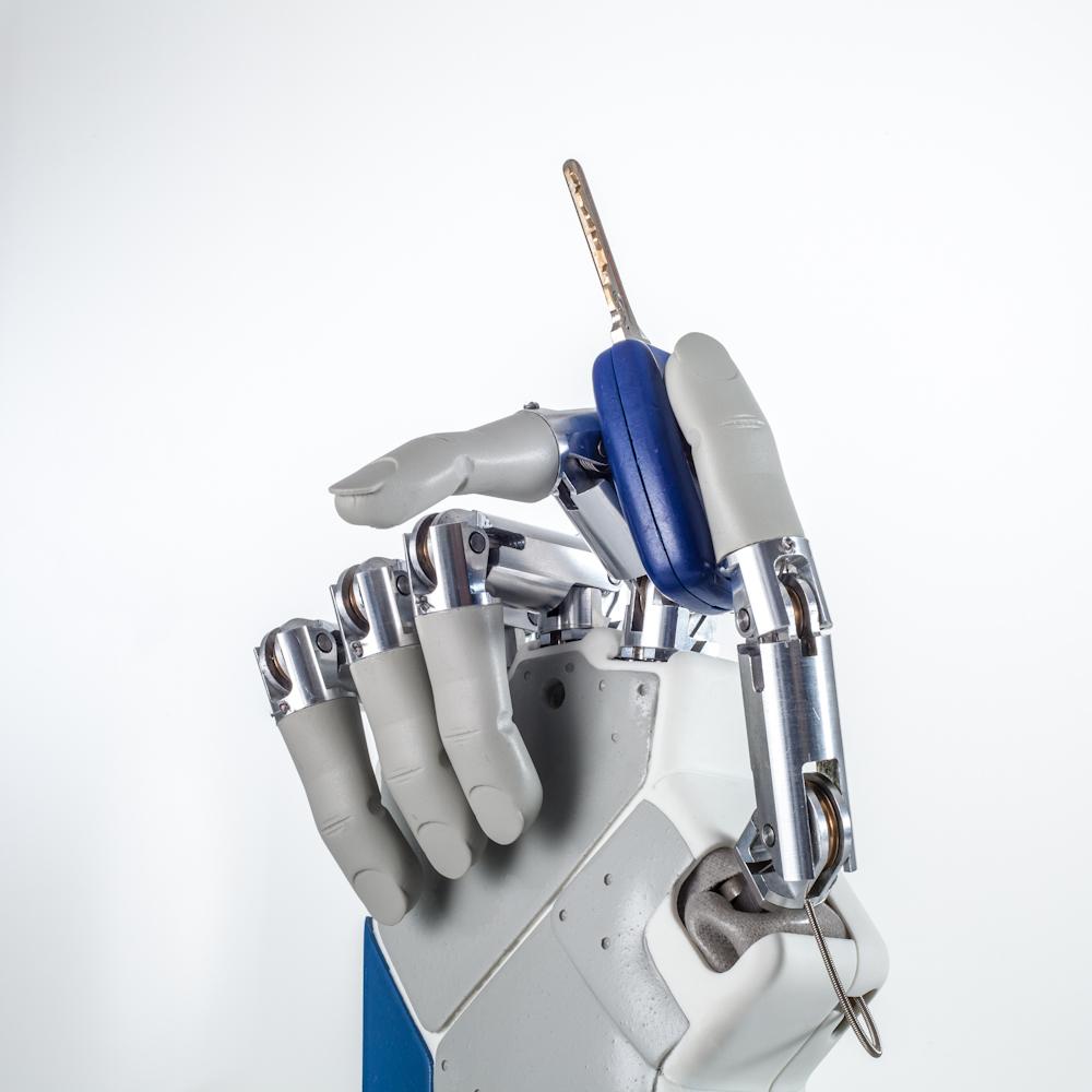 Bionische Handprothese ermöglicht Fühlen und Tasten. Bild: Prensilia