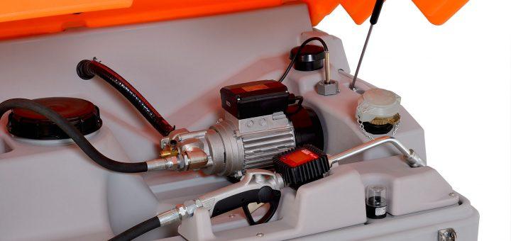 Motoröl günstig gekauft, gelagert und gezapft mit dem CUBE-Lube-Tank. Bild: CEMO