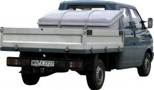 Als fest installierte Lösung bietet die Fahrzeugbox sozusagen einen Kofferraum für den Pritschenwagen. Bild: CEMO