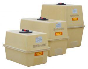 Kleinere Kasten-Behälter lassen sich auch durch untergelegte Antirutschmatten aus Gummi plus Niederzurrgurten sichern. Bild: CEMO