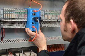 IXXAT Econ – Einsatz im Schaltschrank. Bild: HMS