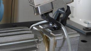 """Roboter sollten """"souverän"""" mit immer komplexeren Aufgabenstellungen wie z.B. einer Kabelmontage in der Fertigung zurechtkommen. Bild: ArtiMinds Robotics"""