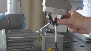 Anschließend werden die ausgewählten Bausteine durch Führen des Roboters an Schlüsselpunkte parametrisiert. Bild: ArtiMinds Robotics