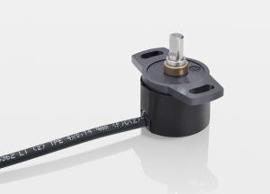 Kontaktloser Multiturn-Sensor der Baureihe RSM 2800. Der Messbereich beträgt 14 oder 16 Umdrehungen; der Messwert wird analog oder als SPI- oder SSI-Signal ausgegeben. Bild: Novotechnik