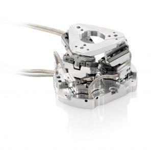 Handtellergroße, parallelkinematische SpaceFABs haben sechs Bewegungsachsen und eigen sich für Anwendungen, in denen Proben, Detektoren oder Werkzeuge im Raum bewegt und gedreht werden müssen. Bild: PI