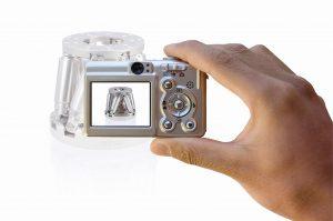 Scharfe Bilder auch ohne Stativ zu erhalten und damit dem natürlichen Zittern der Hand oder den Vibrationen eines Fahrzeugs entgegenzuwirken, zählt heute zu den wichtigen Anforderungen an moderne Kamerasysteme. Bild: PI