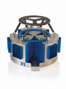 Hochdynamischer Hexapod mit magnetischen Direktantrieben. Er ist prädestiniert für Bewegungssimulationen und Testeinrichtungen in Industrie und Forschung. Bild: PI