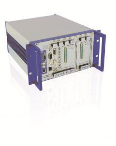 Komplette Systemlösungen auch bei magnetischen Direktantrieben. Dazu gehören auch die passenden Controller. Bild: PI