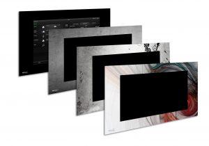 Aus vorgefertigten Standard-Designs wählen wie Holzwand oder Beton passend zur Wand ist kein Problem, ebenso wie ein auf die (Urlaubs-)Bilder an der Wand abgestimmt gestalteter Computerrahmen. Bild: PEAKnx