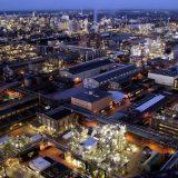 Das Herz der BASF-Gruppe ist die BASF SE mit ihrem Stammwerk in Ludwigshafen am Rhein. Mit über 160 chemischen Produktionsbetrieben, vielen hundert Labors, Technika, Werkstätten und Büros ist es der größte zusammenhängende Industriekomplex Europas. Bild: BASF