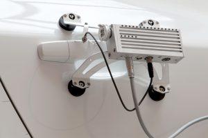 Die kompakte Kombination besteht aus Antrieb, flexibler mechanischer Schnittstelle für die Ankopplung, Regelungselektronik, Busschnittstelle und einem Hub für den Anschluss zusätzlicher Sensorik. Bild: Kübrich